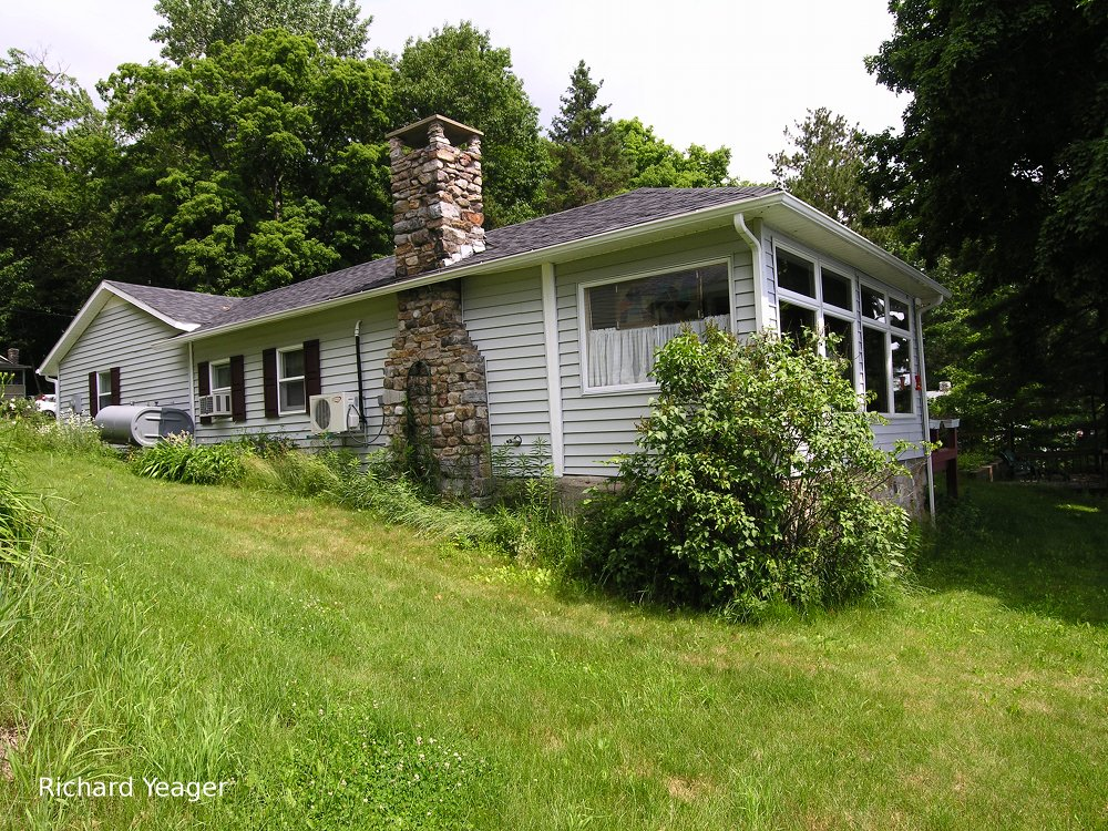 150 Lakeshore Dr, Willsboro